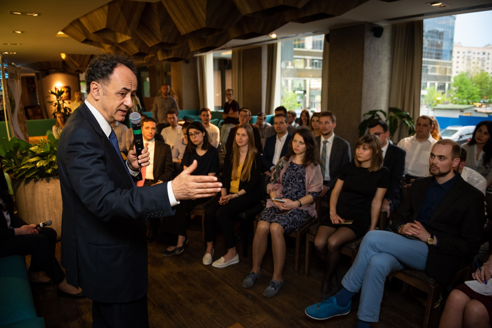 Hugues Mingarelli met with education programmes scholars