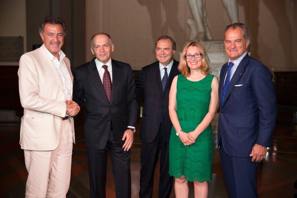 Victor pinchuk foundation medsanbat photogallery for Leonardo mantovani