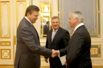 President Yanukovych met the Board of YES